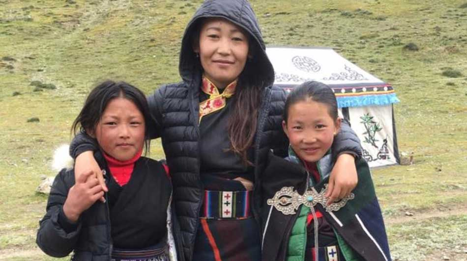 nepal-mother-daughters-950x532
