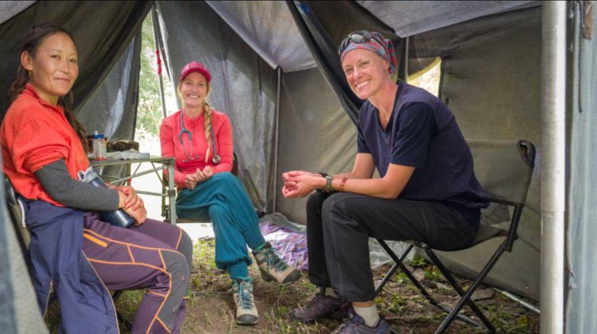 nepal-volunteers-tent-1200x672